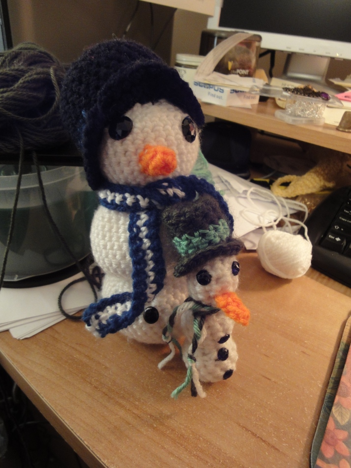 Ornament with larger snowman